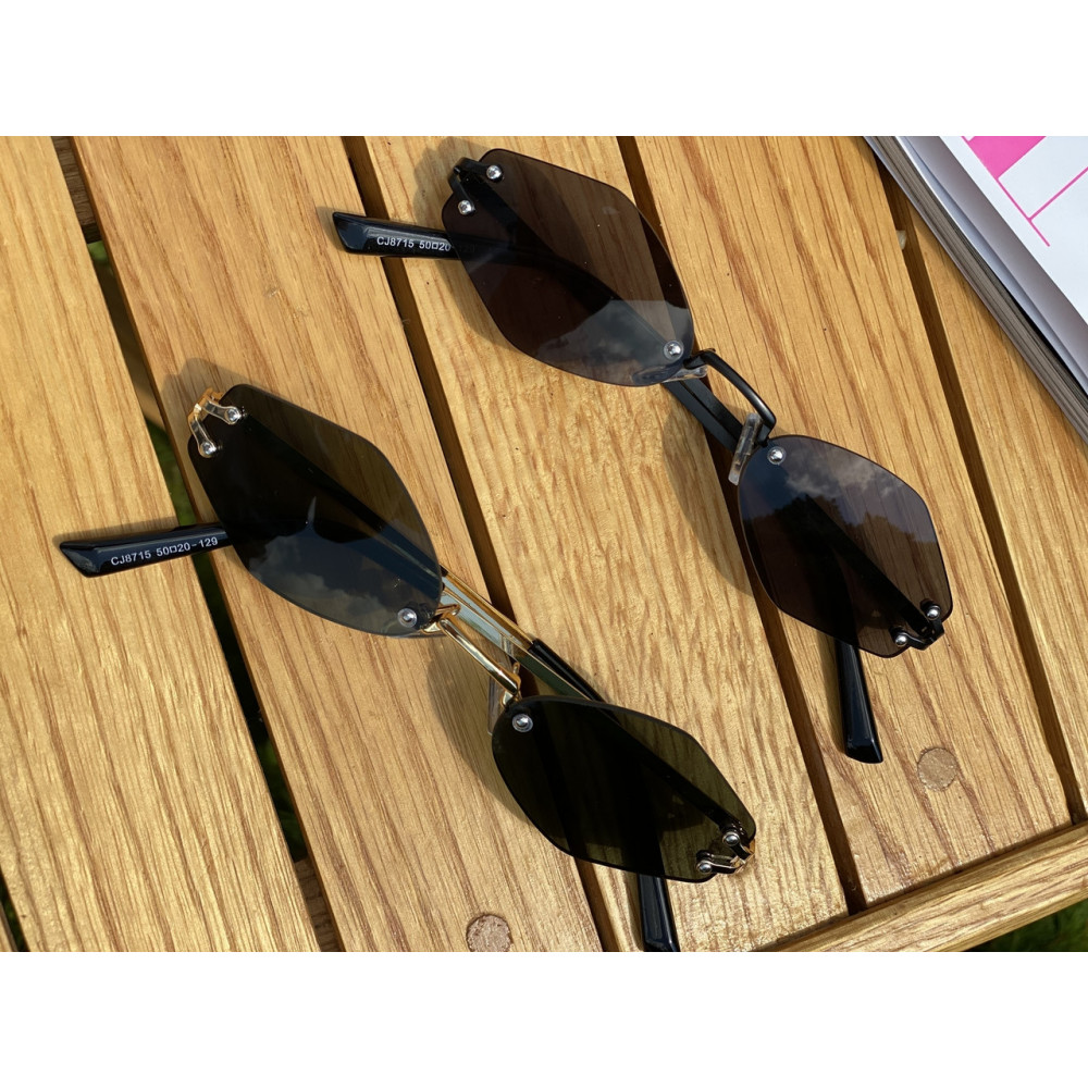 Крутые солнцезащитные очки Black R2